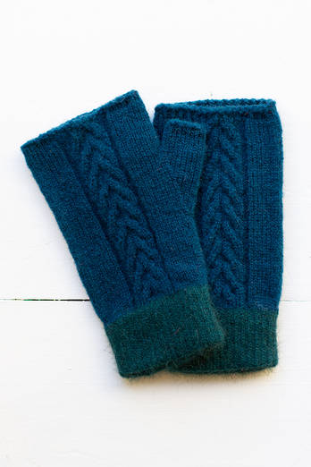 Otepoti Cable Knit hand cosies