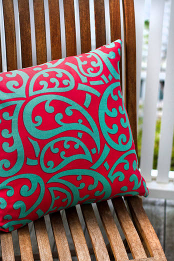 Retro Roimata cushion cover