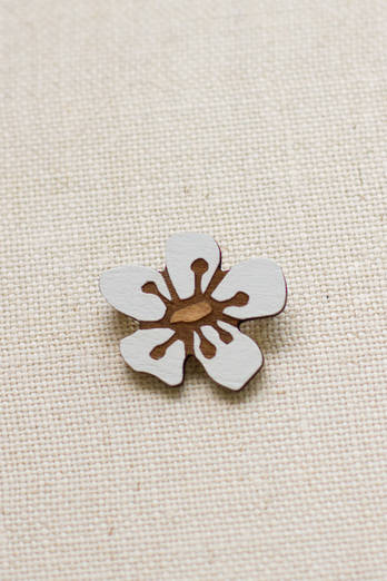 Manuka Flower brooch