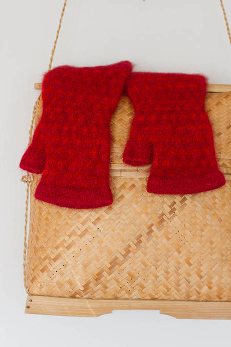 Ahi Red | Orange hand cosies