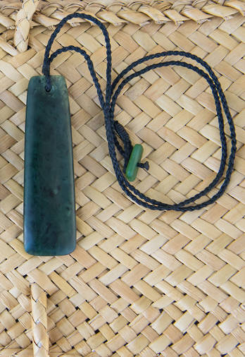 Pounamu Medium Toki pendant