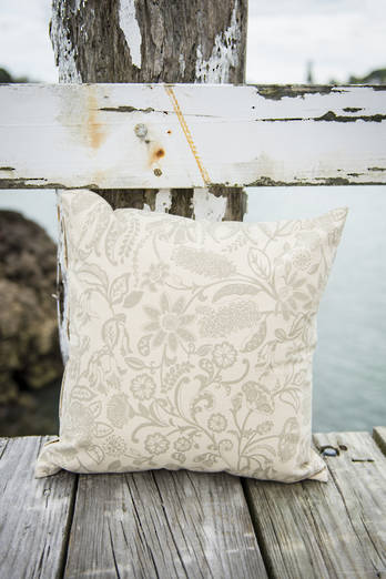 Puti Pai Beach Cushion