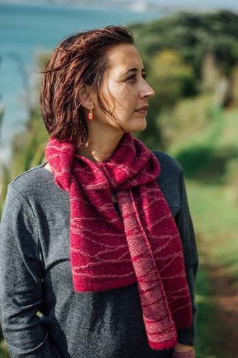 Mawhero | Red scarf with magenta lines